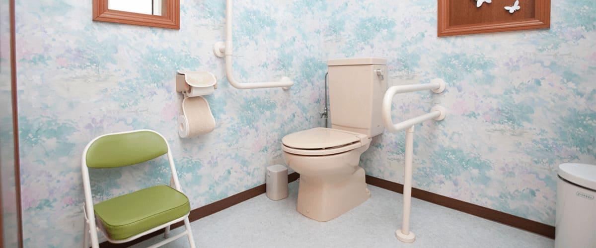 車いすOKの広々トイレ